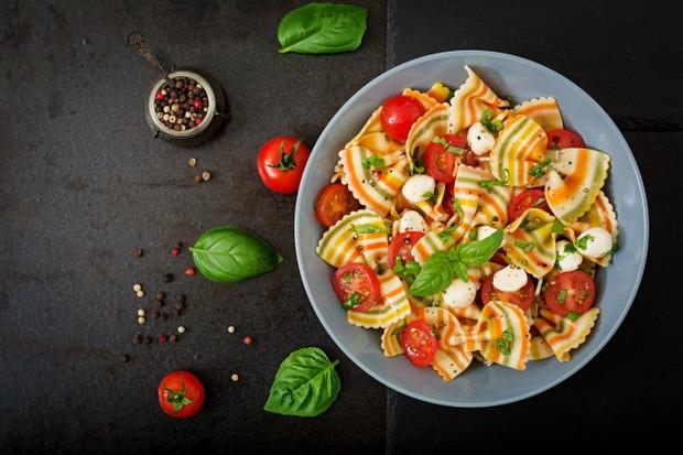 Saat ini sudah banyak resep makanan sehat yang mudah dibuat di internet atau buku resep.