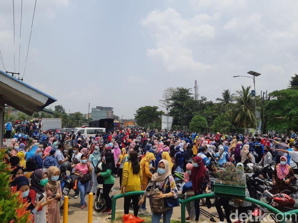 Aksi Buruh Tolak Omnibus Law, Akses Serang-Jakarta Kembali Ditutup
