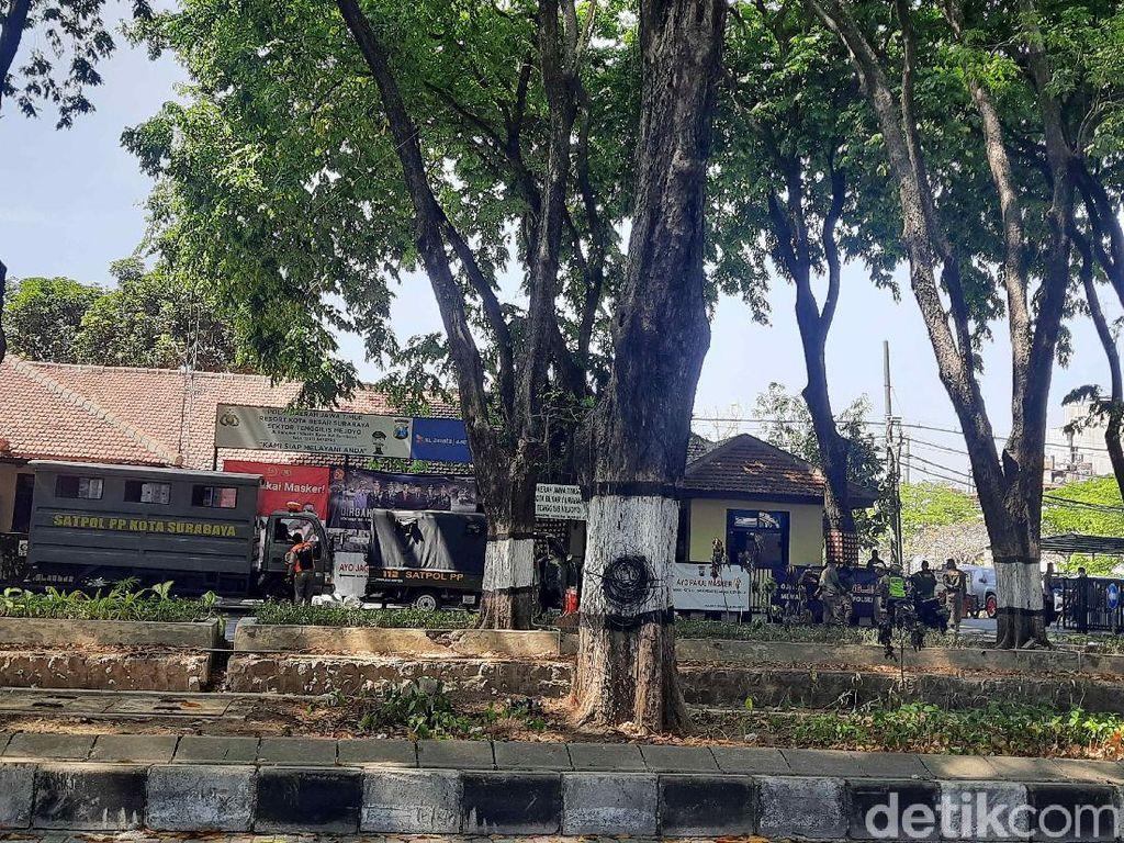 Petugas Gabungan Berjaga Antisipasi Demo Tolak Omnibus Law Cipta Kerja