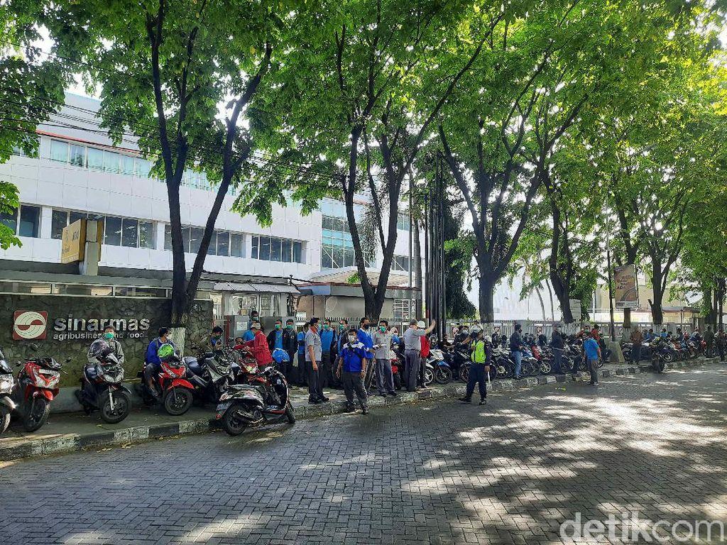 Pekerja Pabrik di SIER Surabaya Tolak Omnibus Law