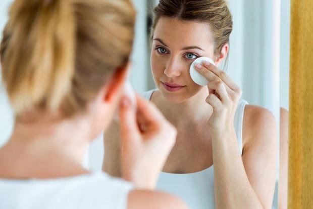 Lactic acid akan bekerja untuk kulit dengan mengelupas lapisan luar kulit kamu dengan lembut.
