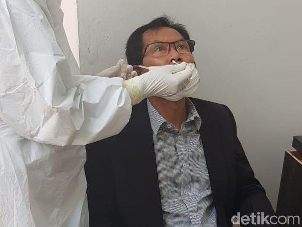 Hasil Tes Swab Keluar, Pimpinan-Anggota DPRD Surabaya Negatif COVID-19