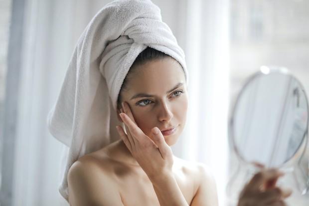 5% formula lactic acid yang dioleskan ke kulit dua kali sehari akan meningkatkan ketebalan dan kekencangan kulit. sehingga menghasilkan lebih sedikit garis halus dan kerutan.