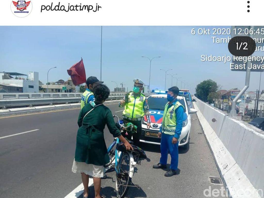 Viral Emak-emak Naik Sepeda Angin Masuk Tol Berbek Sidoarjo