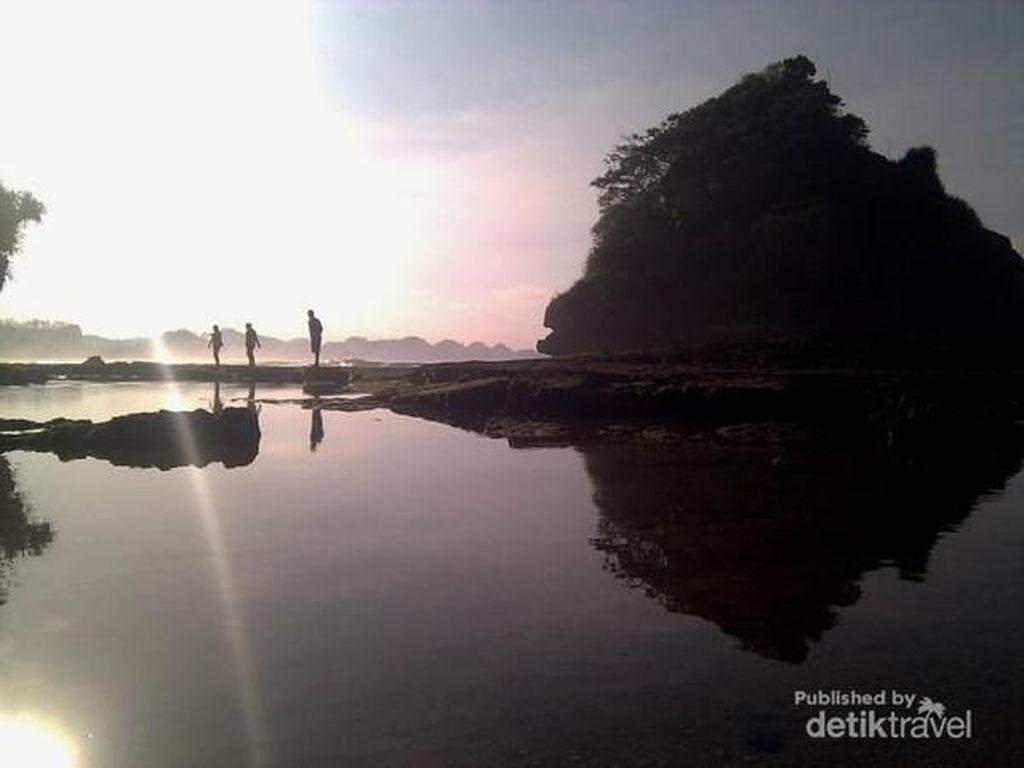 Namanya Pantai Jelangkung, Tapi Aslinya Cakep Banget