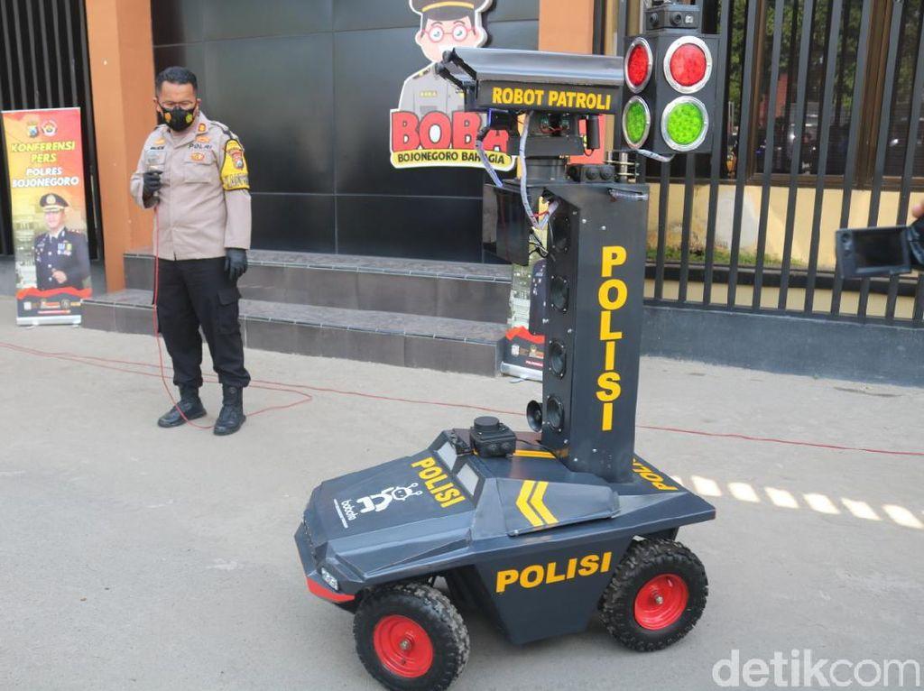 Polisi Bojonegoro Luncurkan Robot Pendeteksi Masyarakat Tak Bermasker