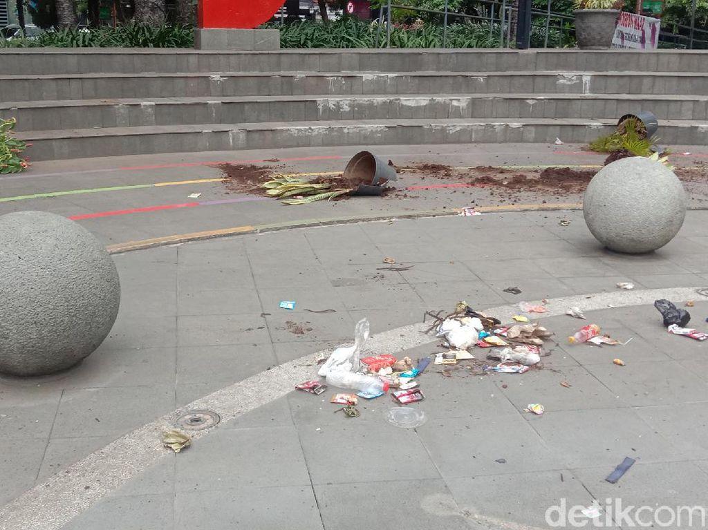Taman Dago Cikapayang Rusak Usai Demo