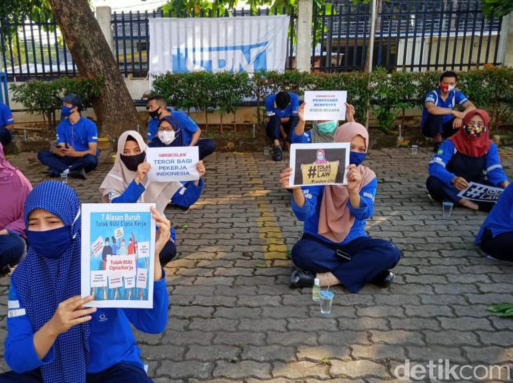 Tolak Omnibus Law, Ribuan Buruh di Bogor Mogok Kerja 3 Hari