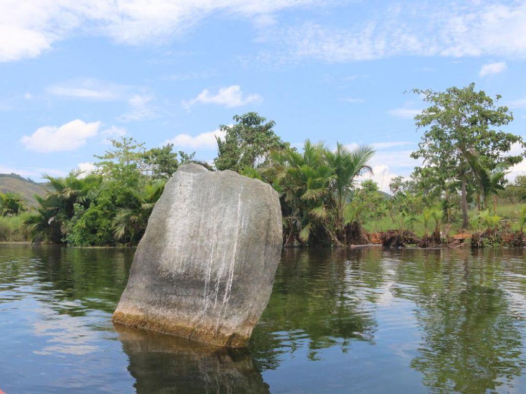 Makna Mendalam Benda Purbakala yang Dikandung Danau Sentani Papua