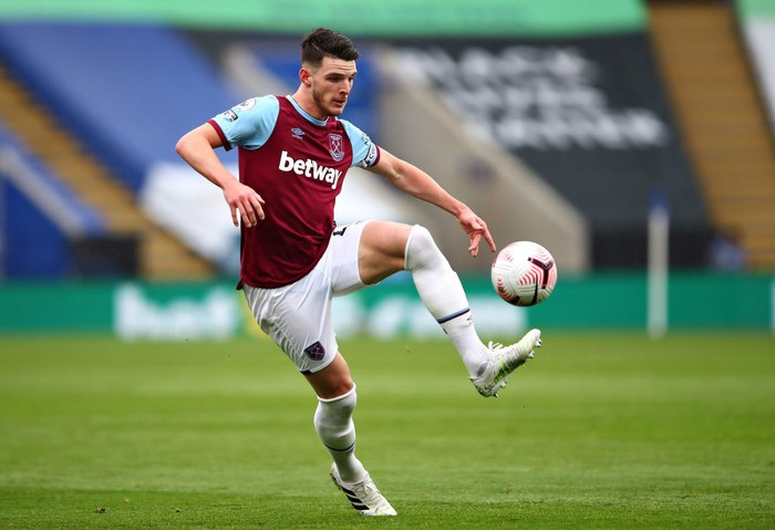 LEICESTER, ENGLAND - OCTOBER 04: Declan Rice of West Ham United  during the Premier League match between Leicester City and West Ham United at The King Power Stadium on October 04, 2020 in Leicester, England. Sporting stadiums around the UK remain under strict restrictions due to the Coronavirus Pandemic as Government social distancing laws prohibit fans inside venues resulting in games being played behind closed doors. (Photo by Marc Atkins/Getty Images)