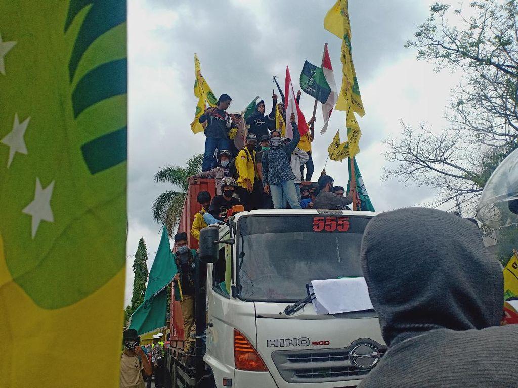 Demo Tolak Omnibus Law di Parepare, Mahasiswa Sandera Truk Kontainer