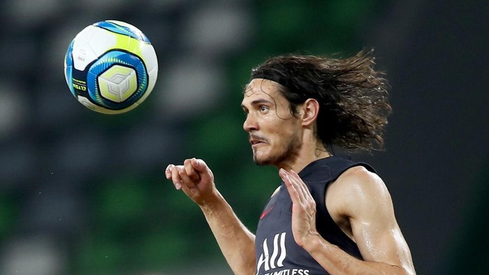 SUZHOU, CHINA - JULY 29:  Edison Cavani of Paris Saint-Germain in action during the  training session at Suzhou Olympic Sports Center Stadium one day before their match against Paris Saint Germain for the International Super Cup in Suzhou, Jiangsu province on July 29, 2019 in Suzhou, China.  (Photo by Lintao Zhang/Getty Images)
