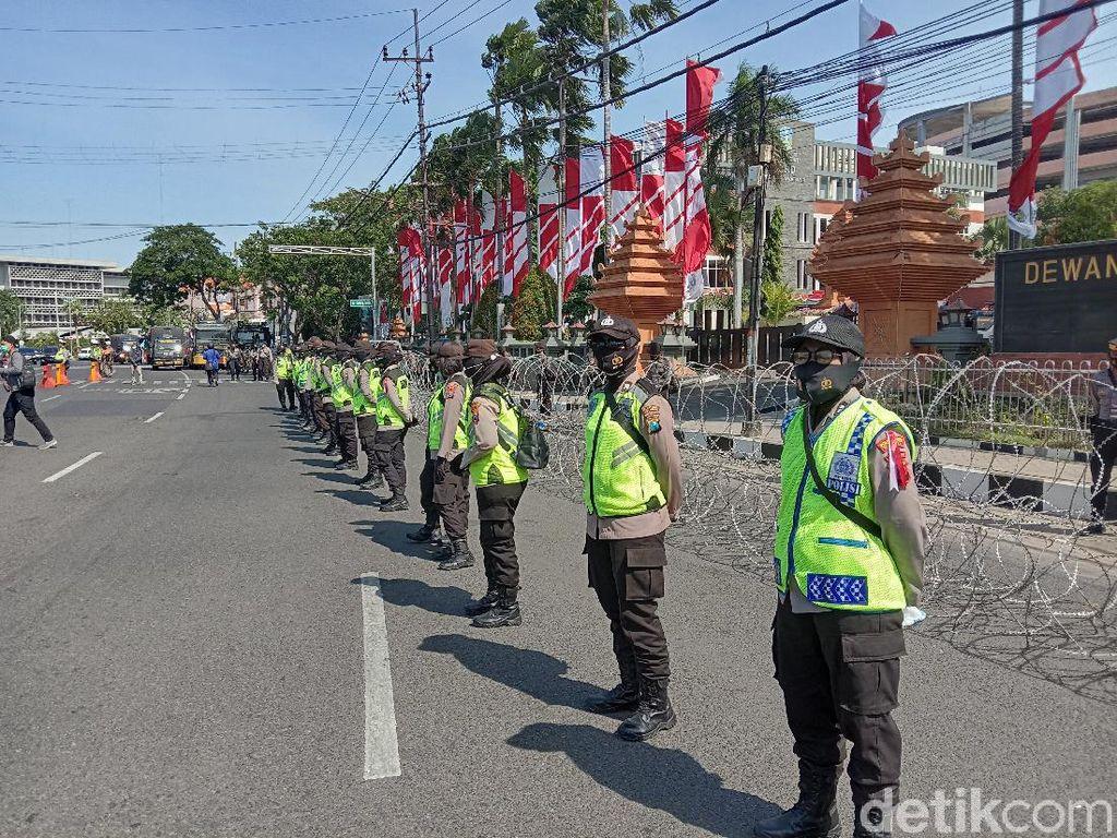 600 Personel Disiagakan Amankan Demo Tolak Omninbus Law di Surabaya