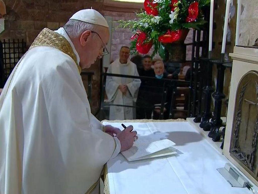 Kalangan Muslim Memuji Ensiklik Terbaru Paus Fransiskus