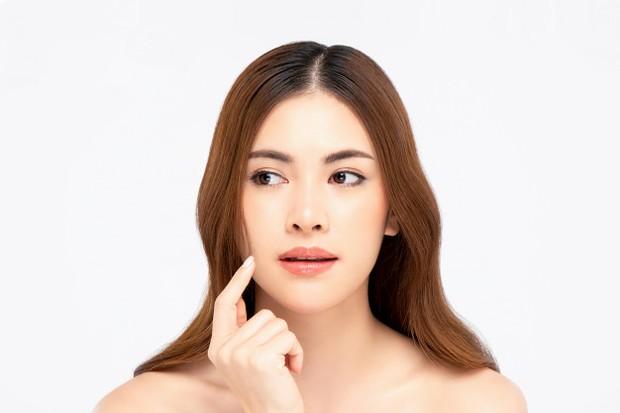 vitamin C bisa mengurangi pigmentasi serta mengatasi kemerahan