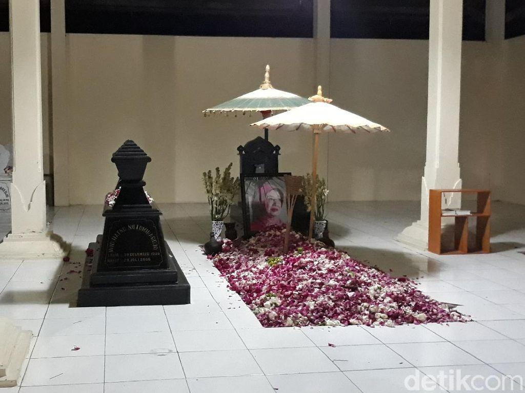 Jokowi Ziarah ke Makam Orang Tua di Karanganyar Malam Ini