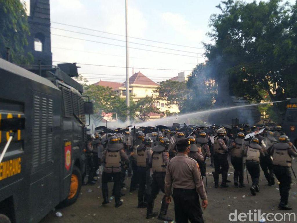 4 Mahasiswa Semarang Tersangka Demo Rusuh Ditahan Polisi