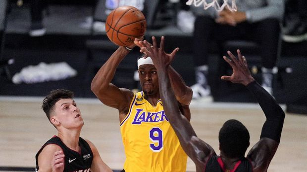 Los Angeles Lakers guard Rajon Rondo passes between Miami Heat guard Tyler Herro, left, and guard Kendrick Nunn during the first half in Game 4 of basketball's NBA Finals Tuesday, Oct. 6, 2020, in Lake Buena Vista, Fla. (AP Photo/Mark J. Terrill)