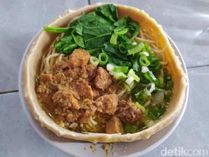Unik! Mie Ayam Ini Disajikan Dalam Mangkok yang Dibuat dari Bakso