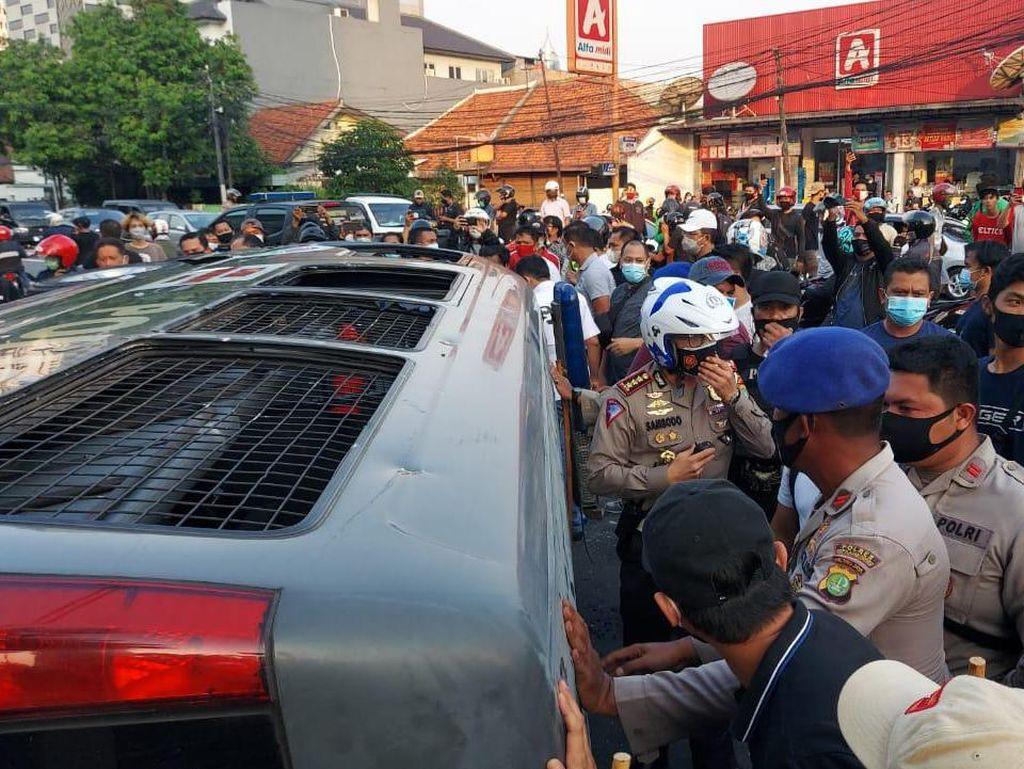 Polisi Amankan Sejumlah Pelaku Perusakan Mobil Tahanan di Pejompongan