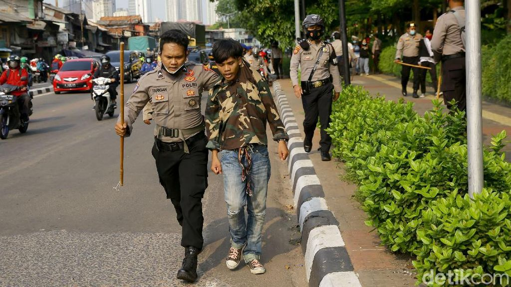 Puluhan Pelajar yang Hendak Demo ke DPR Kembali Diamankan Polisi