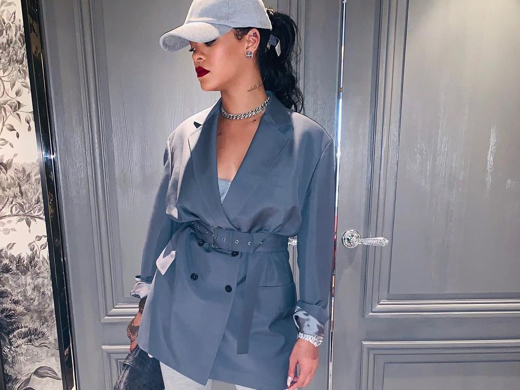 Gaya Rihanna Ikut Demo Anti Rasisme Asia di New York