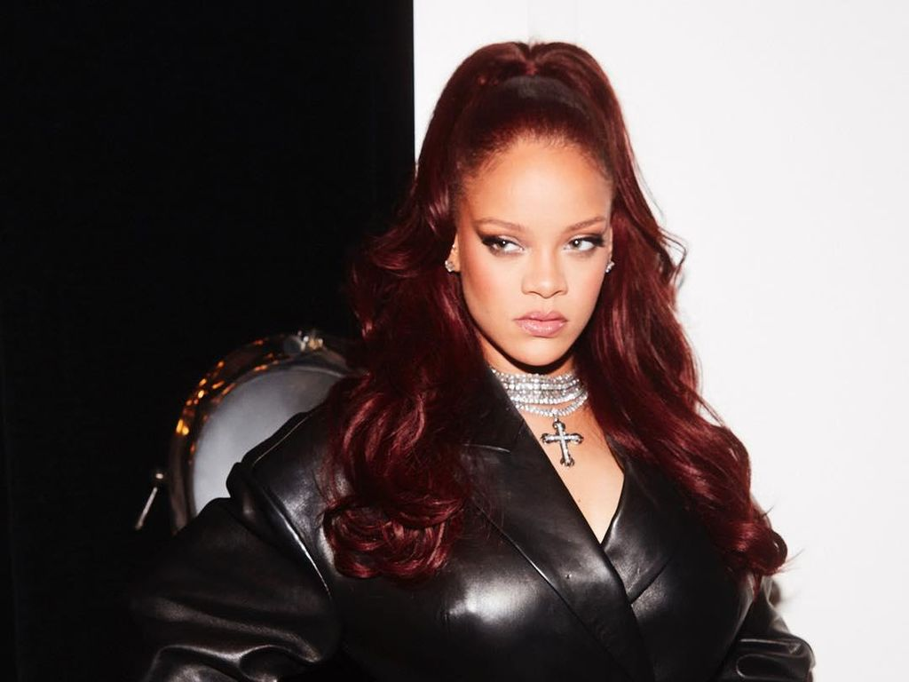 Label Mode Fenty Rihanna Tutup