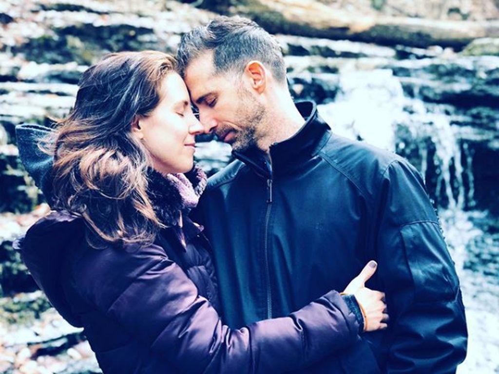Foto Pria yang Hidup Harmonis Bersama 2 Kekasih, Sampai Tinggalkan Istri
