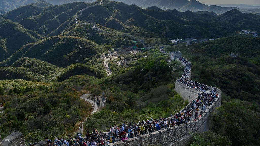 Tembok Besar China Penuh Wisatawan Saat Libur Nasional