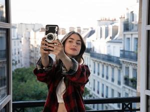 13 Lokasi Syuting Emily in Paris Buat Referensi Travelingmu