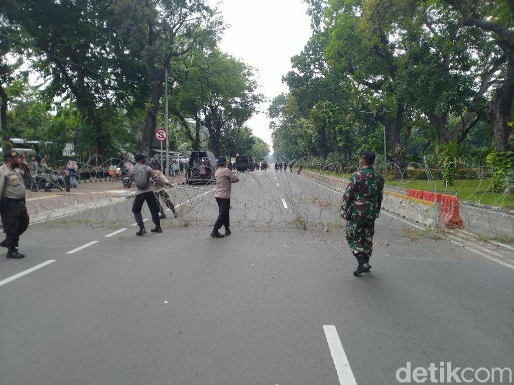 Antisipasi Demo Tolak UU Cipta Kerja, Akses Menuju Istana Ditutup