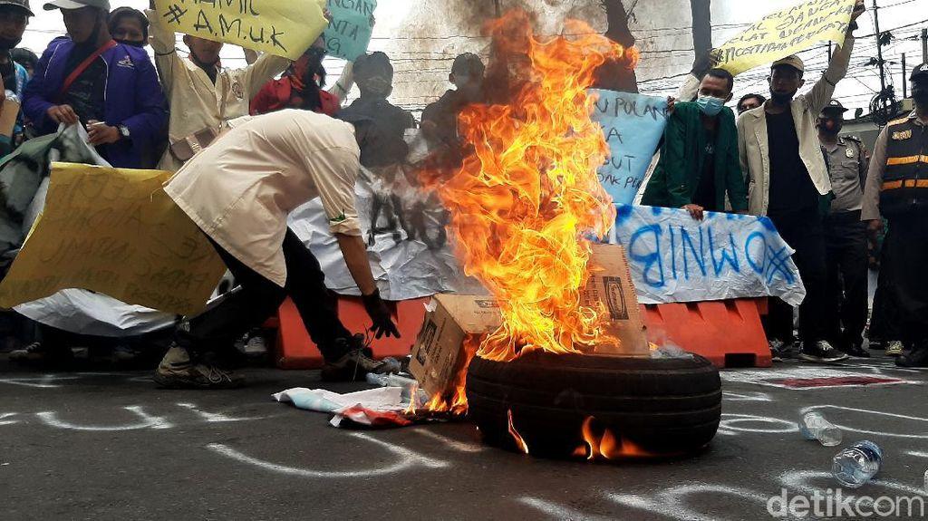 Bakar Ban-Vandalisme Warnai Demo Mahasiswa di Istana Bogor