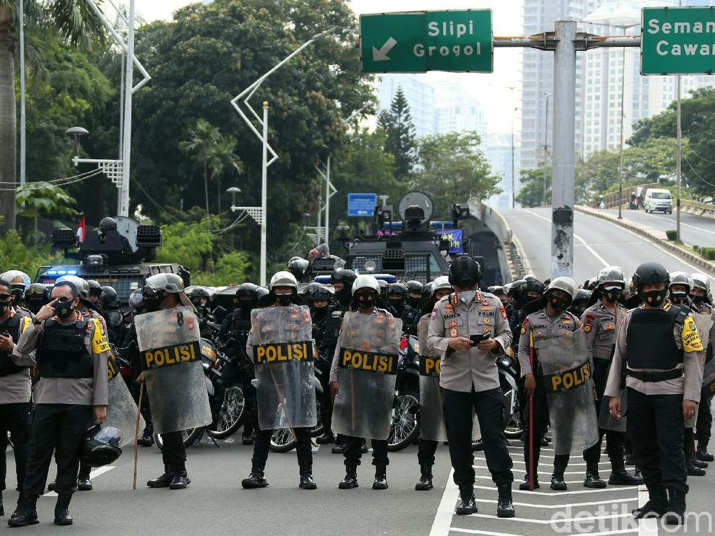 Mau Keliling Jakarta? Cek Bali Tower CCTV DPR dan Istana Dulu