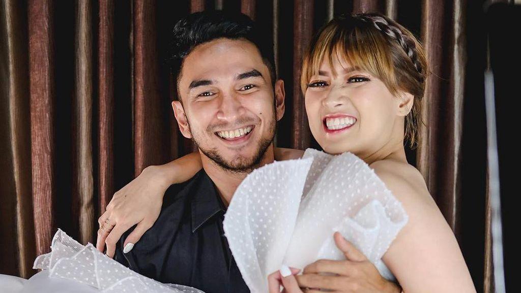 8 Gaya Mesra Chika Jessica dan Duda Ganteng Amec Aris, bak Foto Prewedding