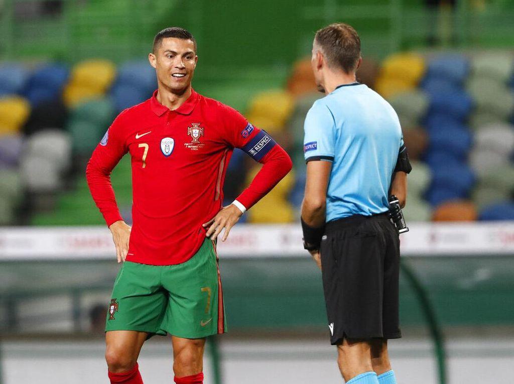 8 Detik yang Bikin Cristiano Ronaldo Marah-marah ke Wasit