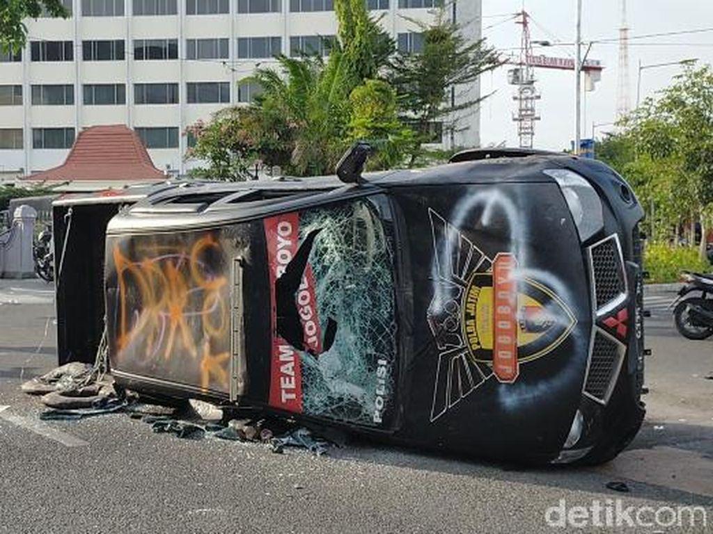 Dampak Demo Anarkis di Surabaya