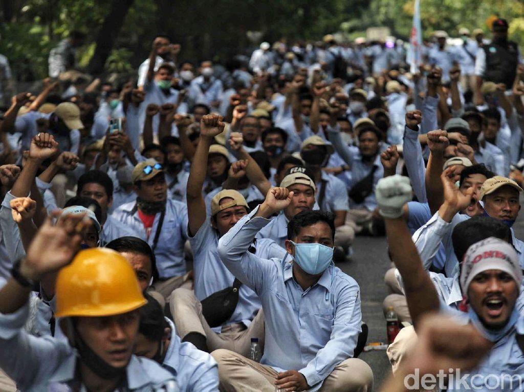 Buruh Langsung Gugat UU Cipta Kerja ke MK Jika Diteken Jokowi