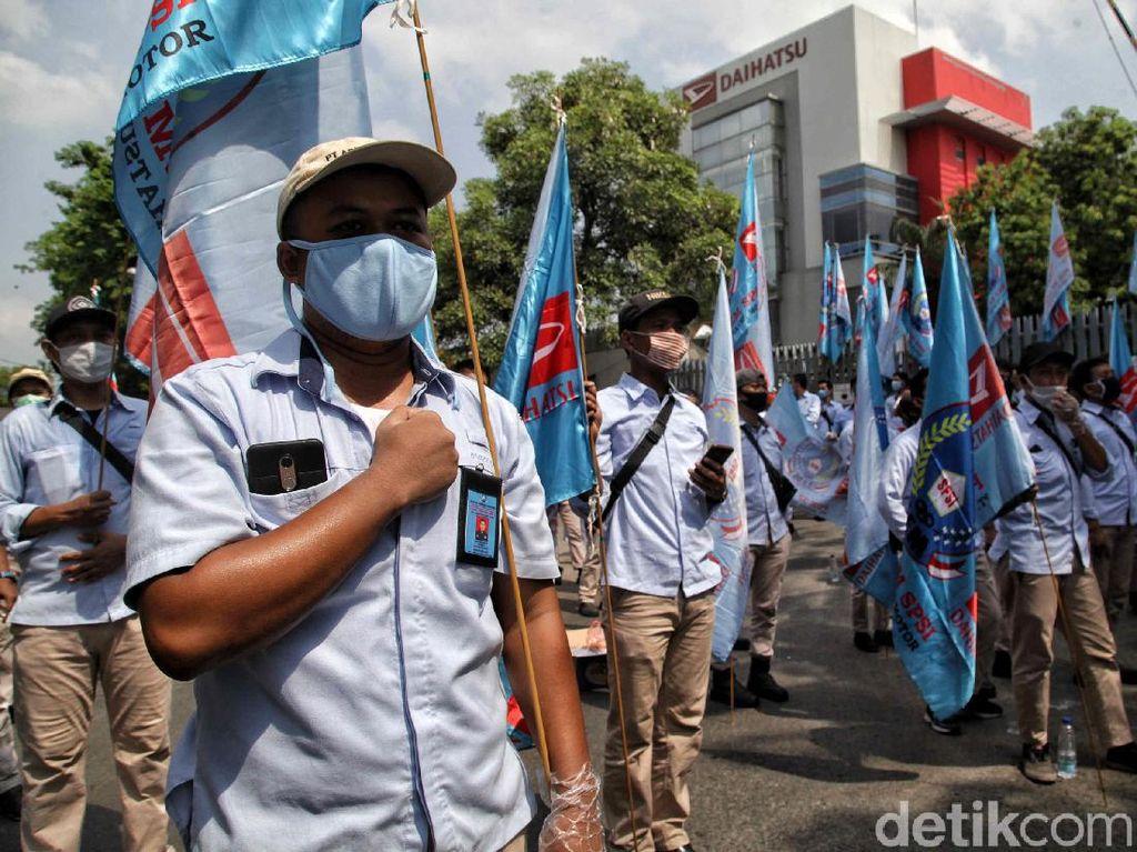 Buruh Demo Tolak Omnibus Law, Produksi Mobil Masih Gas Terus