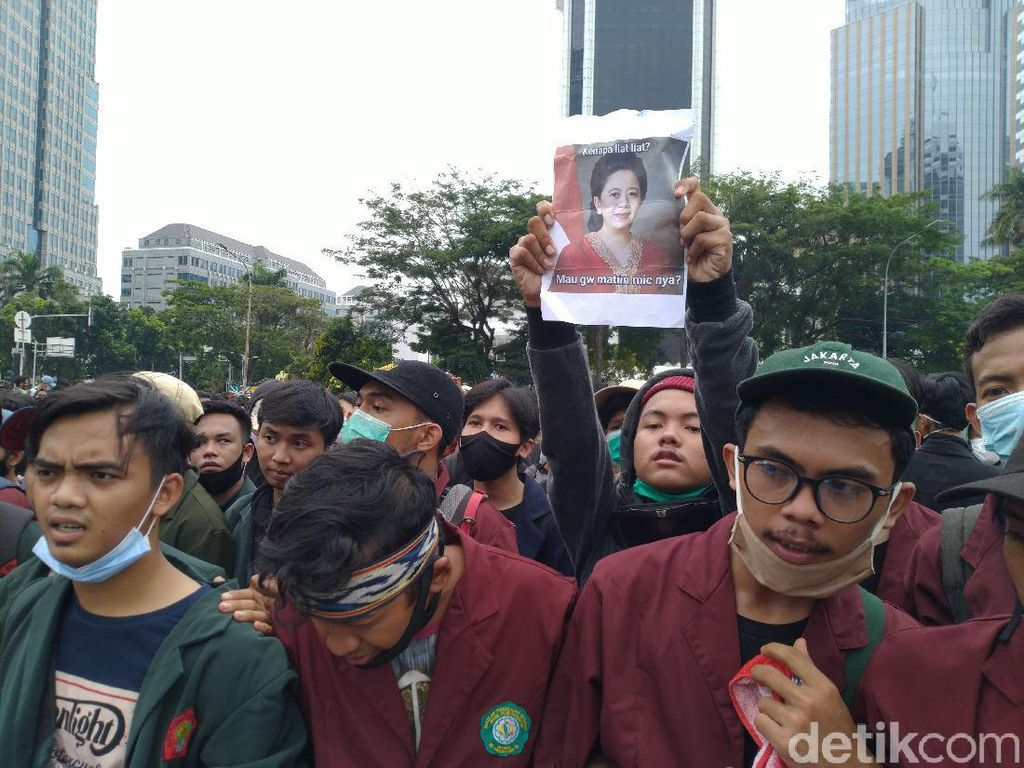 Mahasiswa Demo di Patung Kuda Jakpus, Bawa Poster Mau Gw Matiin Mik?
