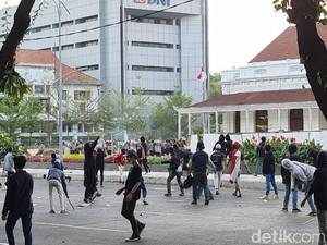 Jakarta Dikepung Demo, 10 Koridor TransJakarta Disetop