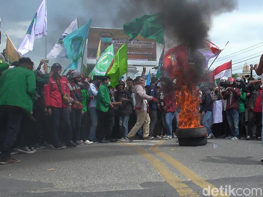 Demo Tolak Omnibus Law di Gorontalo Ricuh, 3 Polisi Luka