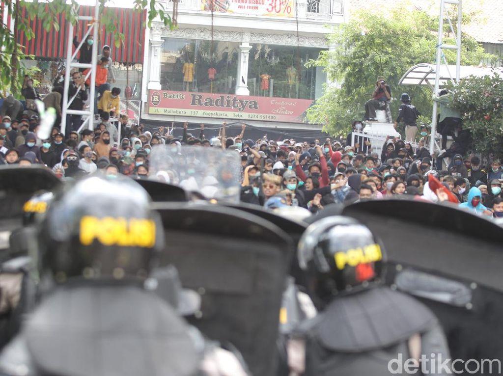 Usai Demo Ricuh di DPRD DIY, 51 Orang Belum Pulang