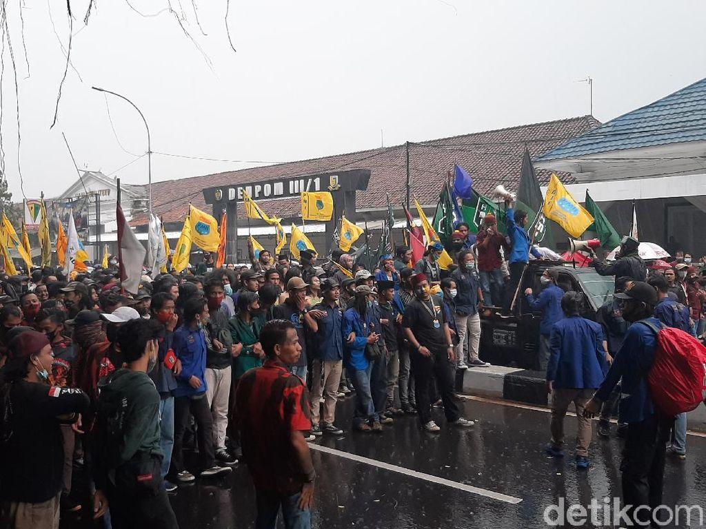 Demonstran Kembali Datang, Akses Menuju Istana Bogor Ditutup