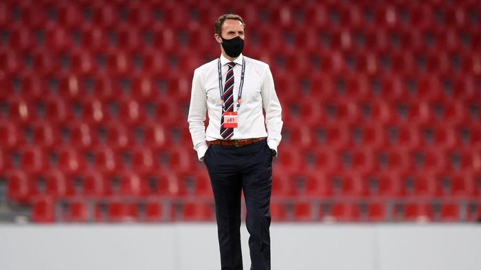 COPENHAGEN, DENMARK - SEPTEMBER 08: Gareth Southgate, Manager of England inspects the pitch prior to the UEFA Nations League group stage match between Denmark and England at Parken Stadium on September 08, 2020 in Copenhagen, Denmark. (Photo by Michael Regan/Getty Images)