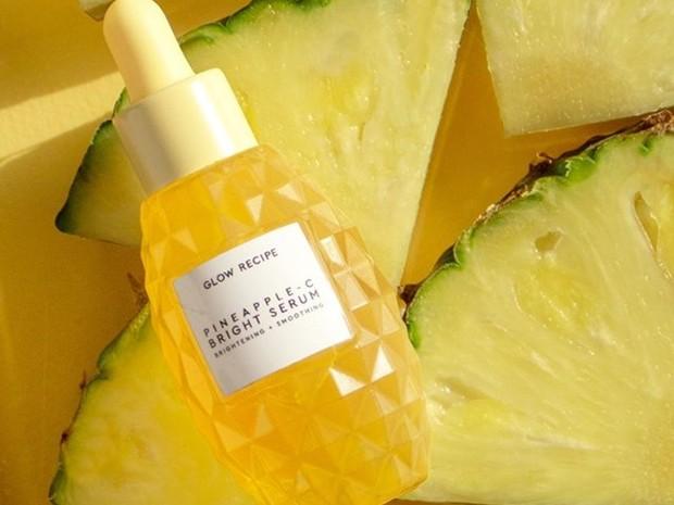 Glow Recipe Pineapple-C Bright Serum merupakan serum wajah berbahan alami