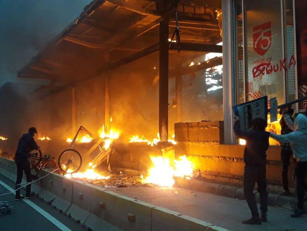 Imbas Kerusuhan Demo, 173 Bike Sharing di DKI Rusak-Hangus Terbakar