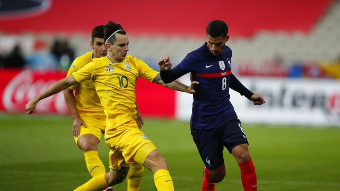 Frances Houssem Aouar, right, challenges for the ball with Ukraines Mykola Shaparenko during their friendly international soccer maths between France and Ukraine at the Stade deFrance in Saint Denis, north of Paris, Wednesday Oct. 7, 2020. (AP Photo/Francois Mori)