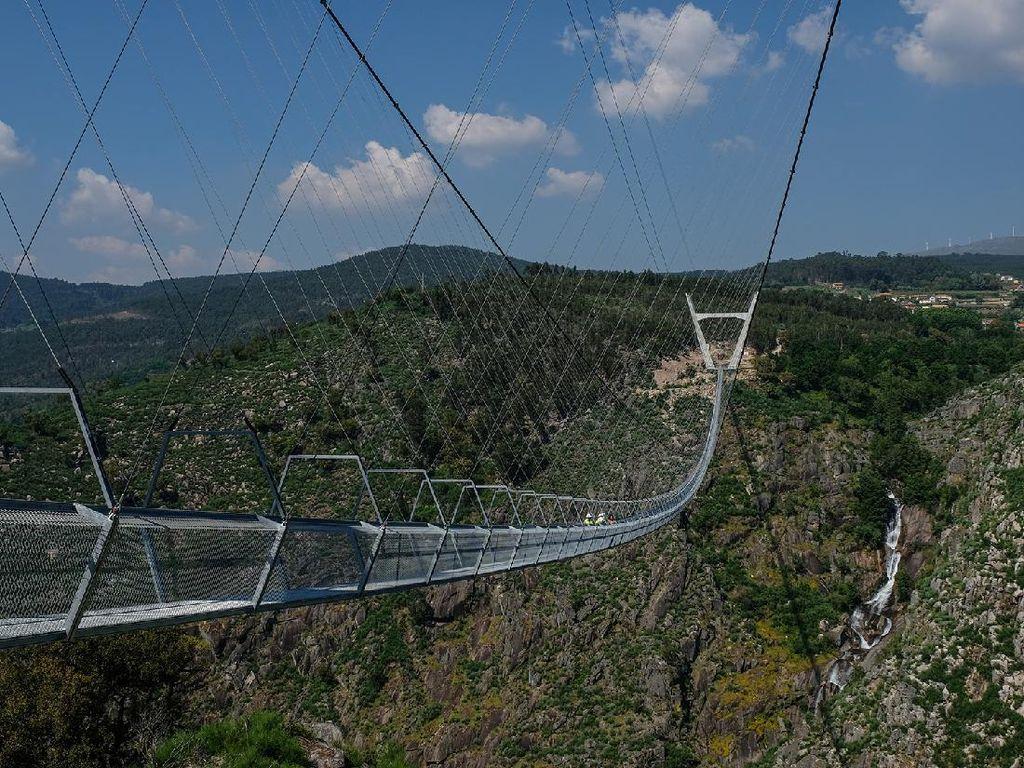 Jembatan Gantung Terpanjang di Dunia Segera Dibuka!