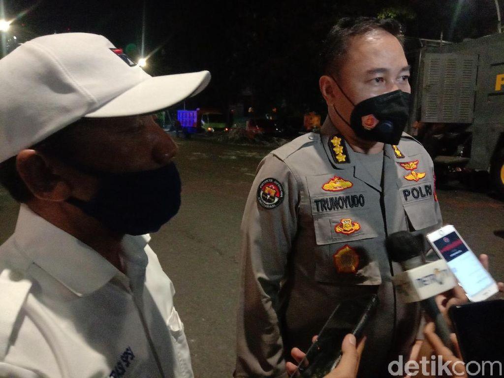 Demo Tolak Omnibus Law di Surabaya Ricuh, 100 Orang Diamankan