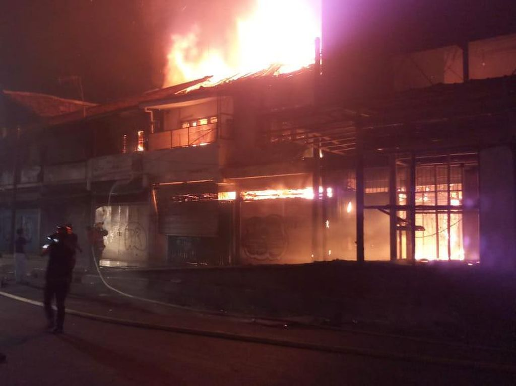 Bioskop Grand Theater di Senen Terbakar di Tengah Aksi Massa